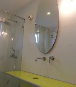 מראה עגולה לאמבטיה