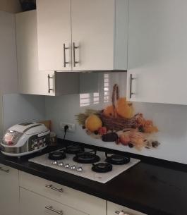 חיפוי זכוכית למטבח